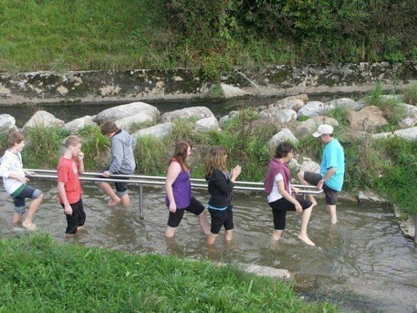 Anlage Chlostermatte, Schüler beim Wassertreten
