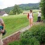 Barfusspfad mit Kräutergarten