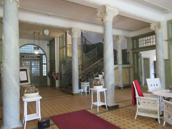 Eingangsbereich vom Kurhaus Bergün
